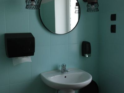 Malowanie toalety - mięta.
