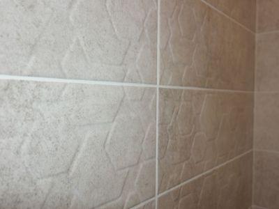 Płytki łazienkowe - plastry miodu.