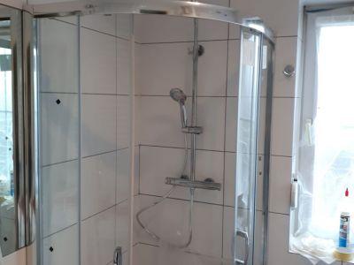 Wymiana kabiny prysznicowej i szafki umywalkowej.